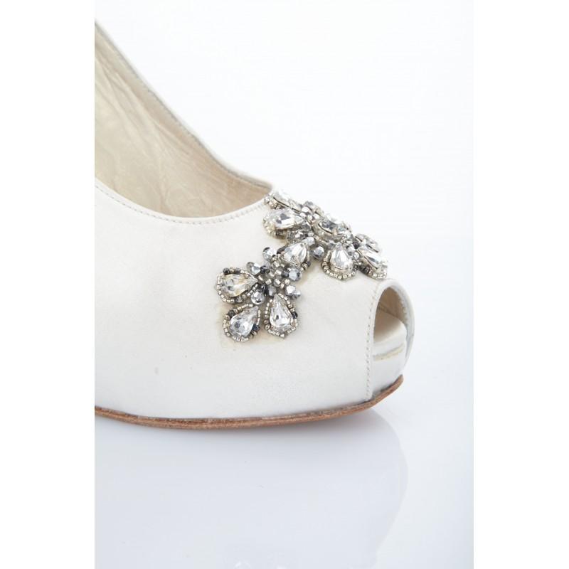 zapatos-blancos-de-novia-pedreria