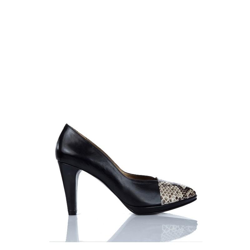 zapato salon de mujer el piel negro y puntera en piton natural