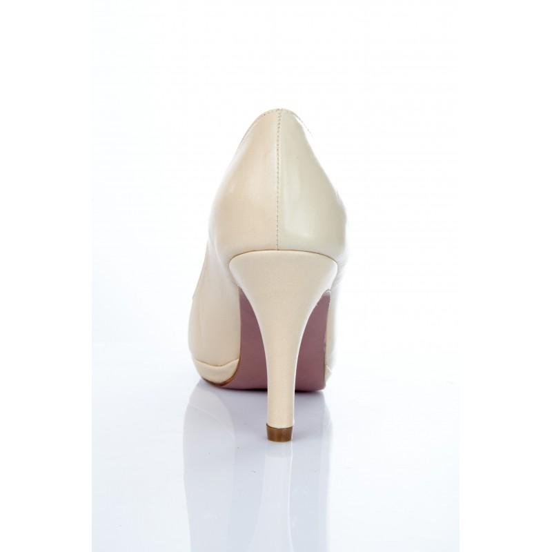 zapatos salon de mujer en charol nude