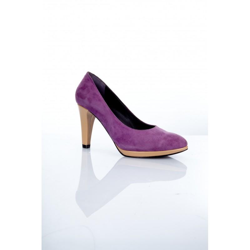 zapato salon de mujer en charol beige y ante morado con plataforma y tacon de 8 cm