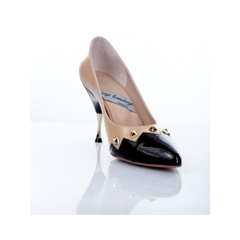 zapato mujer piel beige y charol negro con tacon de 8 cm