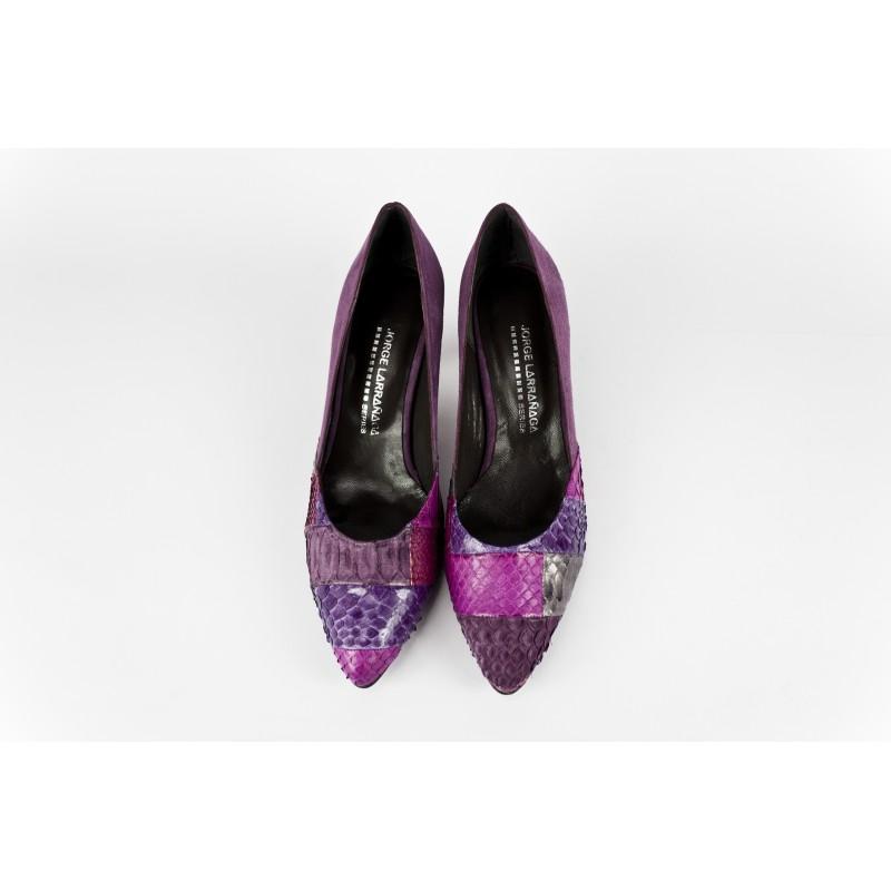 zapatos de salon de mujer en ante morado y patchwork piton