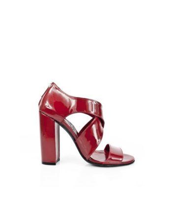 sandalias tacon alto y ancho en charol rojo burgundy