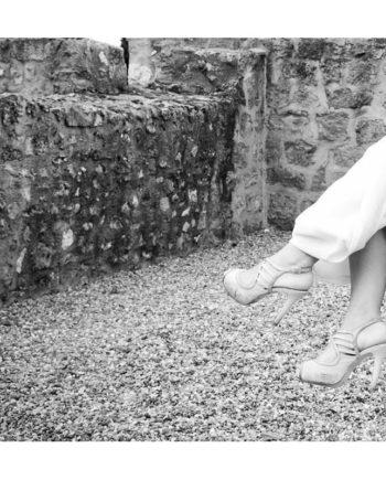 zapatos de novia en piel metalizada gris y tejido de fantasia glitter azul