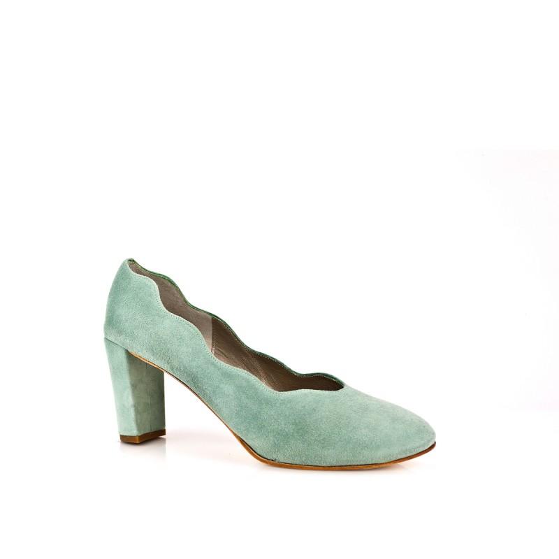 zapatos azul aguamarina costados ondulados y tacon de 8 cm