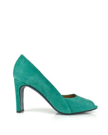 zapatos de fiesta comodos y elegantes hechos a mano en madrid en ante verde esmeralda con tacon de 9 cm abierto en puntera