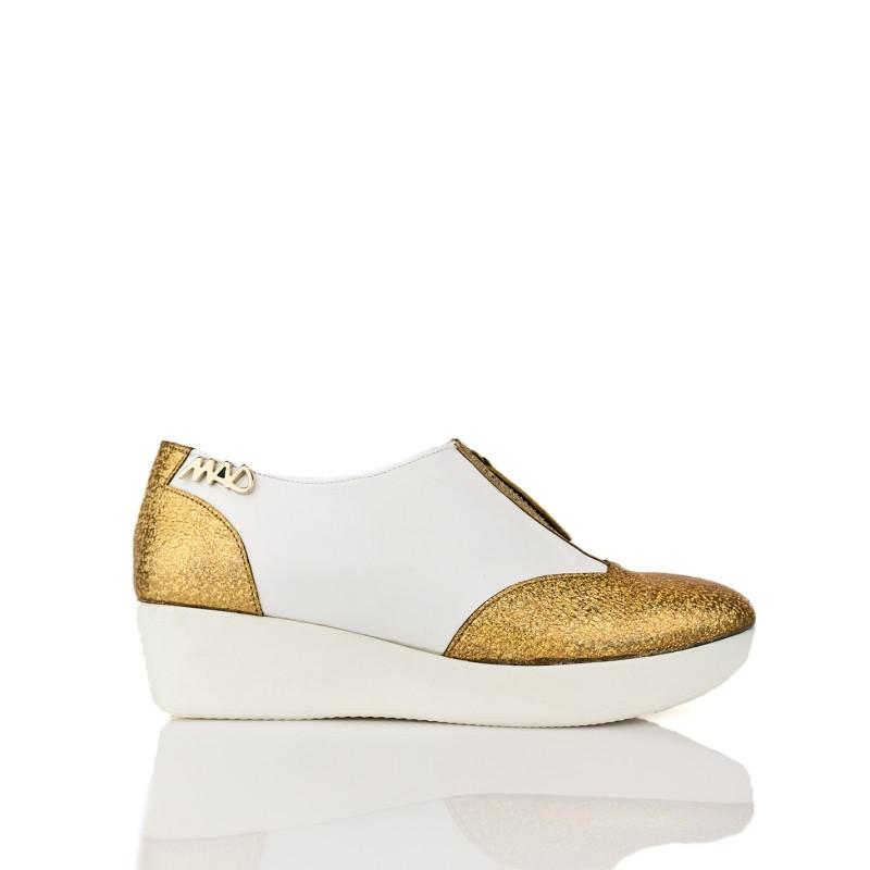 zapatos deportivas estilo urbano casual en piel blancos y glitter dorado oro, cremallera en empeine y plataforma