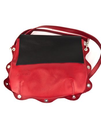 bolso Bandolera piel roja con asa para llevar al hombro original y solapa en color negro