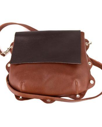 bolso Bandolera piel marron chocolate con asa para llevar al hombro original y solapa en marron
