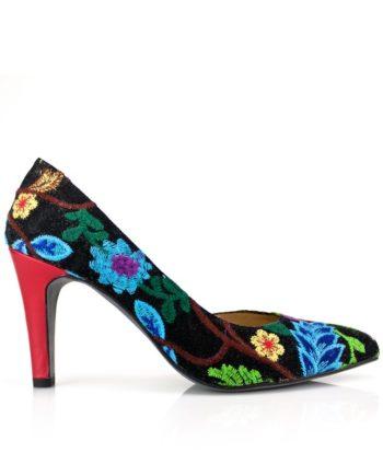 zapatos de mujer negros de inspiracion africana en piel y tejidos bordados de fantasía