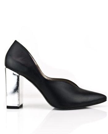 zapatos negros salon de mujer en piel con tacon de 8 cm en piel metalizada plata