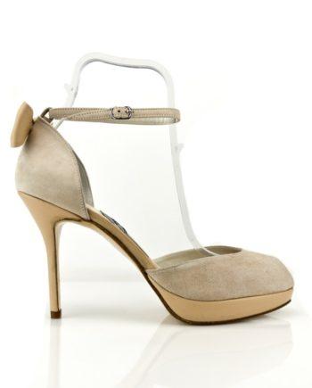 zapatos de novia en ante y piel con plataforma y lazo trasero abiertos en puntera
