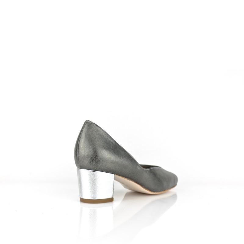 Zapatos ancho especial en piel metalizada gris y tacon 4 cm plata