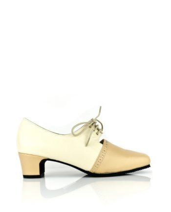 zapatos color crema en piel con cordones y tacon de 4 cm