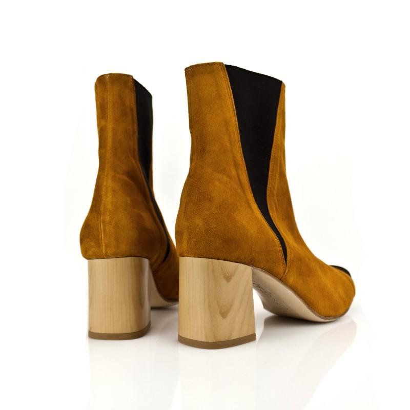 botines de mujer an ante con tacon efecto madera de 6 cm y elastico en laterales caña