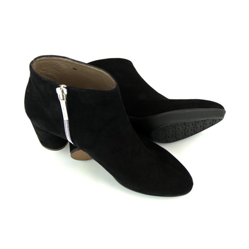 botines negros de ante con tacon redondo de 6 cm y suela tpu