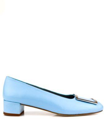 zapatos planos azules con hebilla en empeine y tacon de 3 cm