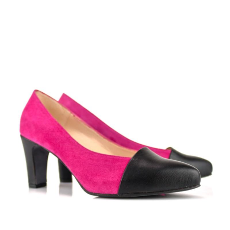 zapatos salon en ante buganvilla y piel negra tacon 8 cm plataforma oculta