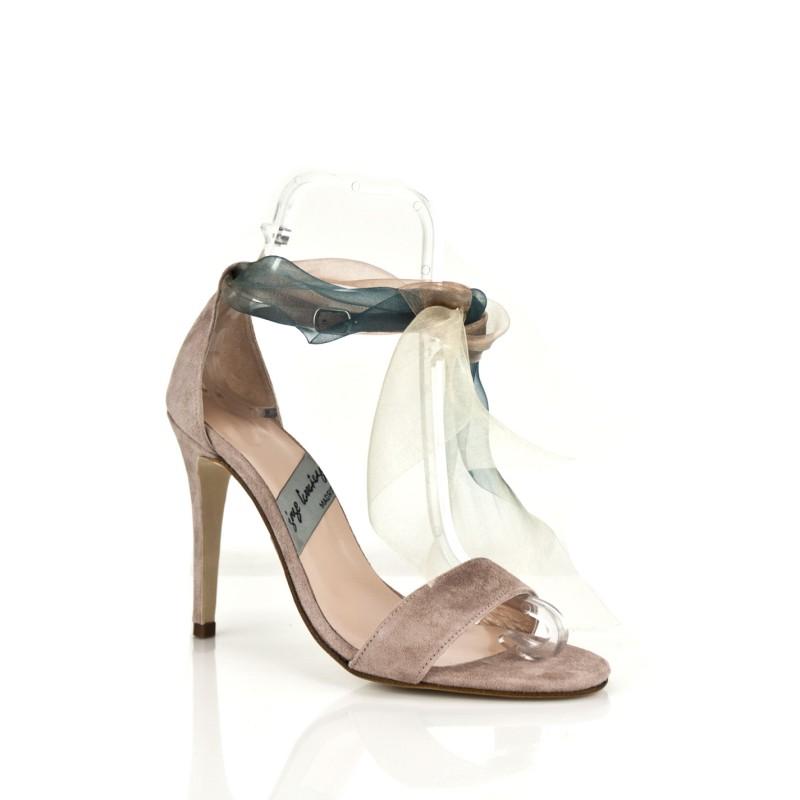 sandalias de novia en ante nude con pulsera y lazo de organza