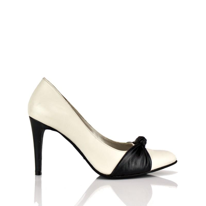 stilettos piel blancos con tacon de 8 cm y lazo en piel negra