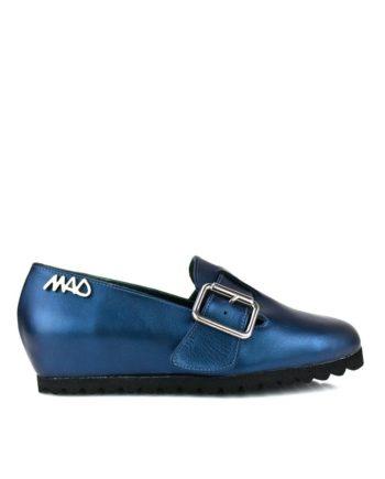 zapatos unisex en piel metalizada azul y suela de goma en color negro