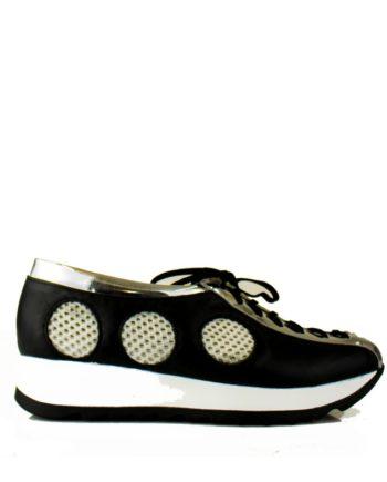 Sneakers de piel negras con cordones y plataforma blanca